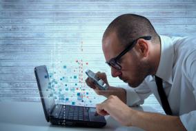 Researcher analyzing the Qadar Trojan