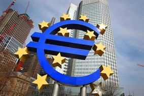 (FILES) - Picture taken on April 4, 2013 shows the Euro logo in front of the European Central bank (ECB) in Frankfurt am Main, central Germany. New data released on April 26, 2013 suggesting that euro area credit markets remain highly dysfunctional turned up the heat on the ECB to act, analysts said.AFP PHOTO / DANIEL ROLAND