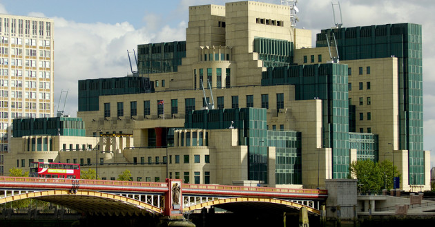 The home of the British Intelligence Agency MI6 and Vauxhall Bridge in London.