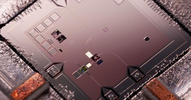 A qubit mechanical resonator in a quantum computer: quantum computing