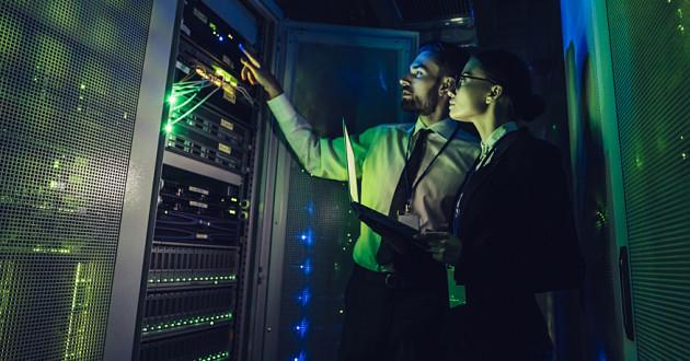 Security professionals in a dark data center: Dark Web