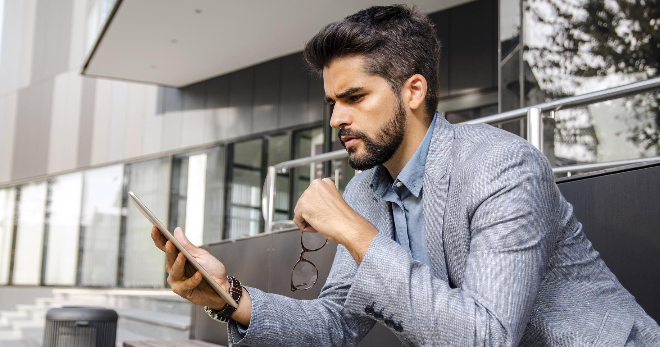 Man using tablet in office: CARROTBAT