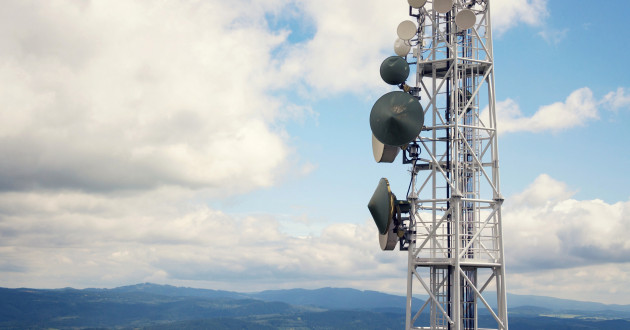 Cellular tower overlooking a hilly landscape: 5g technology
